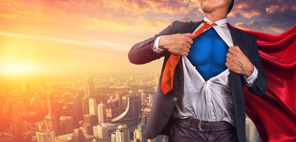 スーツを脱ぐヒーロー